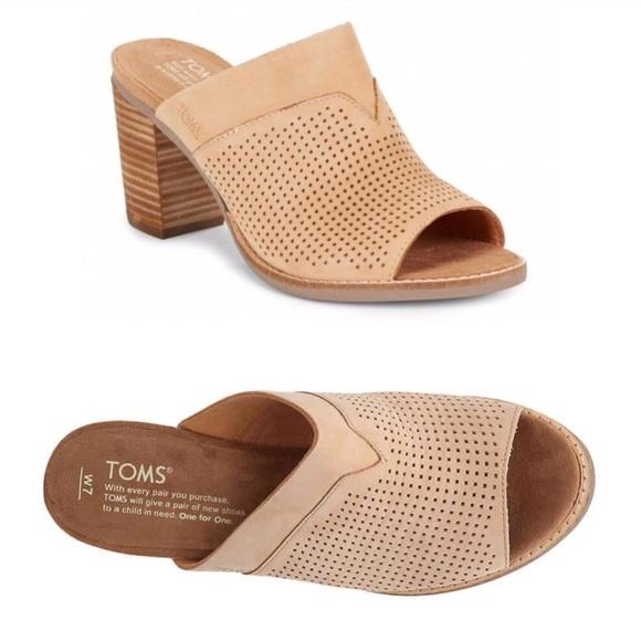 645a21ad09f Toms Majorca Perforated Heeled Mule Sandals. M 5b95968e1b3294f3b1106d94